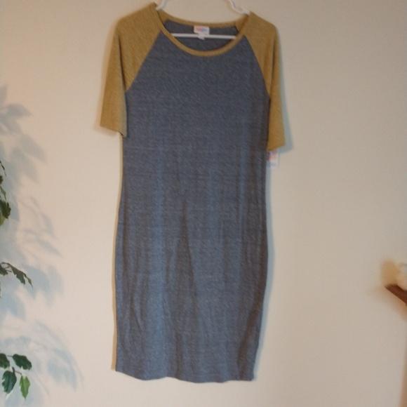 LuLaRoe Dresses & Skirts - LuLaRoe NWT size M Julia dress